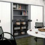 armario metálico con puertas correderas y bastidores en blanco y grafito
