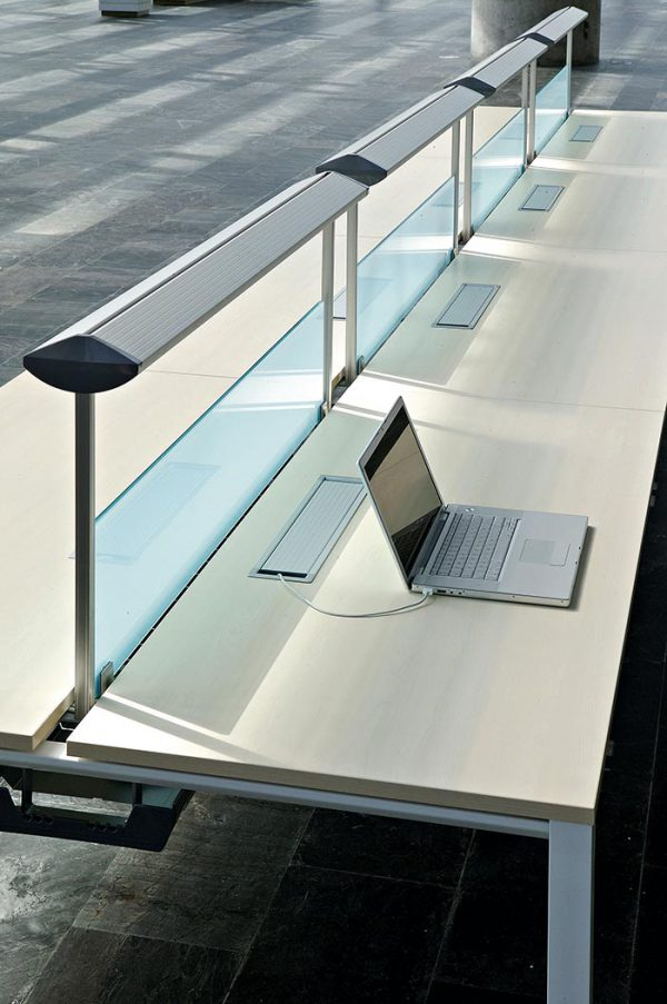 Conjunto de mesas multipuesto con la pata retranqueada Modelo VITAL