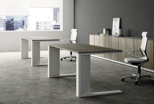 conjunto de dos mesas con estructura metálica blanca